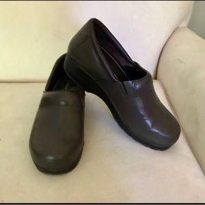 LL Bean clogs Size 8M